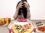 응답자 71명(50%)가 다이어트 중 마음껏 먹고도 날씬한 친구를 볼 때 가장 좌절감을 느낀다고 응답했다.