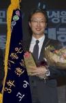 고어코리아 백한승 컨트리리더가 '2014 대한민국 일하기 좋은 100대기업' 외국계 기업 부문 대상을 수상하고 있다.