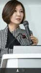 콜로플라스트 코리아 배금미 대표이사가 외국인 CEO 특강에 참여한 이화여대생들을 상대로 열띤 강연을 펼치고 있다.
