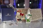 헬로키티아일랜드는 스와로브스키 헬로키티 컬렉션 13종을 판매한다.
