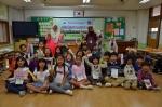 한국에 파견된 말레이시아 교사가 호원초등학교에서 영어수업을 진행했다.