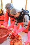 쥬쥬동물원은 다문화가정이 직접 담그는 김장 나눔 대축제를 진행했다.