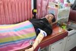 솔라루체 김용일 대표가 헌혈 행사에 참가하고 있다