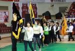 여성단체 사업평가 및 여성대회 개막식에 앞서 안양시 여성단체 기수단들이 입장하고 있다.