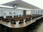 교실, 기업회의실, 오피스의 다양한 사용자를 위한 이상적인 모니터 리프트 장치 사나코 Magic eLift