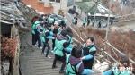 하나은행 업무관리본부 임직원 170명이 함께하는 사랑밭 봉사자들과 홍제2동에서 연탄 나눔을 실천했다.