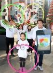 세계적인 헬스케어 기업 사노피의 직원 및 가족이  당뇨병 환자의 건강과 쾌유를 바라는 마음을 담아 지난 15일 서울 송파구 가든파이브 광장에 설치된 훌라호프 트리 앞에서 단체 퍼포먼스를 선보였다.