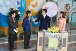 명문요양병원 김동석 원장(왼쪽 첫번째)와 김기현 환우(왼쪽 두번째)가 광주방송 나눔, 사랑의 시작입니다'서 성금 전달 및 소감을 전하고 있다.