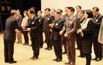 솔라루체 김용일 대표가 조달청이 주최한 2014년 제5회 우수조달물품 지정증서 수여식에서 증서를 받고 있다.