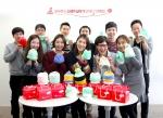 알바천국은 새해맞이 희망나눔 프로젝트의 일환으로 신생아 살리기 모자 뜨기 캠페인을 진행, 직원들의 정성이 담긴 50여 개의 털모자를 세이브더칠드런에 전달했다