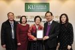 건국대(총장 송희영)는 7일 이화한정식(대표 정은채)에서 KU 패밀리 발전기금으로 1,000만 원을 기부했다고 밝혔다.