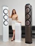 삼성전자 모델이 11일 삼성전자 수원사업장 프리미엄 하우스에서 보이는 청정기술과 초절전 강력 냉방으로 한층 진화한 2015년형 스마트에어컨 Q9000과 프리미엄 중형 공기청정기 블루스카이 AX7000를 소개하고 있다.