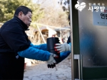 스위스 관광과 함께하는 사랑밭이 서울 화곡동 봉제산 자락에 위치한 초록마을 판자촌에서 사랑의 연탄나눔 행사를 가졌다.