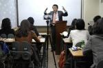 과학기술부 장관을 지낸 김영환 의원이 13일 서울 강남구 대치동의 신우성학원에서 청소년 진로 설계를 주제로 특강을 하고 있다.