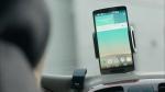 힐러 제12회에서 윤동원 형사가 자신의 차 안에서 클러스터톡2를 사용해 핸드폰 문자메시지를 음성으로 듣는 장면