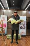 영화 국제시장에 주인공 황정민이 라이스버킷챌린지에 참가하고 쌀 100kg을 기부했다.