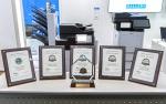 올해의 흑백 프린터와 복합기 라인업상 트로피와 5개의 최우수 제품상 상장