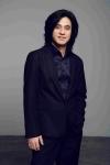 보컬리스트 김명기는 새로 발표한 락 발라드 미워도 다시 한 번으로 탁월한 보컬 능력을 증명했다.