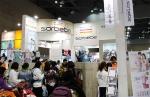 킨텍스 맘앤베이비엑스포 소르베베 부스에서 많은 관람객들이 제품을 살펴보고 있다.