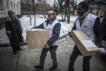 도네츠크 제6병원에서 의약품을 지원하는 국경없는의사회(사진 저작권 표기 ⓒManu Brabo)