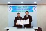(주)아이티뱅크멀티캠퍼스와 (사)한국로봇산업협회가 로봇산업 발전을 도모하기 위해 서울 종로구 아이티뱅크 회의실에서 MOU를 체결했다