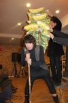 가수 김장훈이 쪽방촌 주민들을 돕기 위해 라이스버킷챌린지에 도전하여 140kg 신기록을 달성했다.