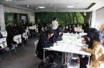 천안여상 3학년 30여명이 취업준비생을 위한 이미지 메이킹 과정 수업을 듣고 있다.