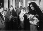 영화 하느님의 어머니에서 안나 성녀로 출연한 테클라 메를로 수녀, 왼쪽에서 세 번째