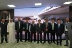 지난 3일 쿠웨이트 클린 퓨얼 프로젝트공사 현장에서 열린 정초식 행사에서 박영식 대우건설 사장(오른쪽에서 다섯 번째), 하템 알 아와디 KNPC 수석부사장(오른쪽에서 네 번째) 등 관계자들이 기념촬영을 하고 있다.