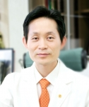 장형석 박사는 척추디스크 치료 한약에 관한 발명특허를 취득했다.