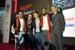 가간 아난드 셰프가 산 펠레그리노 아시아 최고 레스토랑 어워드와 태국 최고 레스토랑 어워드를 수상하고 있다.