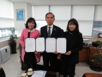 산업재해근로자 재활치료 업무협약 체결(왼쪽 김선영 대표, 중간 이명수 지사장)