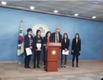 휴메인 소사이어티 인터네셔널이 11일 국회 정론관에서 열린 화장품법 일부 개정안 발의 기자회견에서 환영의 뜻을 밝혔다.