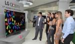 LG전자가 12일 브라질 상파울루에서 2015년 TV신제품 발표회를 열고 현지 프리미엄 TV 시장 공략에 박차를 가한다