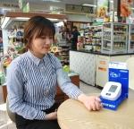 세븐일레븐이 싱글족과 노년층이 많이 분포해 있는 전국 100점포를 선정해 무료 혈압 측정 서비스를 진행한다.