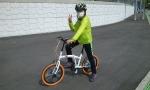 해피홈런을 통해 자전거를 지원받은 소아암 어린이가 자전거를 타고 있다