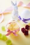 봄의 시작을 축하하며 '푸드 부티크 포핀스(Fdoo Boutique Poppins)'가 테이크아웃 디저트로 달걀 모양의 포장 안에 들어 있는 다양한 젤리를 제공한다.