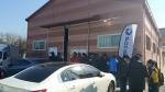 오픈을 기다리며 퐁당닷컴 물류센터 앞에서 줄을서 대기하는 고객들