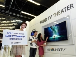 삼성전자는 3월 21일부터 4월 30일까지 삼성동 코엑스 메가박스 영화관 앞에서 SUHD TV 화질이 전하는 영화의 감동을 제대로 전달하기 위한 SUHD TV Theater 이벤트를 진행한다. 사진은 SUHD TV Theater 체험관을 찾은 고객들이 SUHD TV를 체험하고 영화를 감상하는 모습