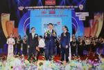 금호타이어가 베트남 '2015 골든 드래곤상'을 2년 연속 수상하며, 금호타이어 김현호 베트남 법인장이 수상했다.