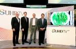 삼성 SUHD TV와 행사 관계자들의 모습(사진 왼쪽부터 삼성전자 미국 법인 Dave Das, 파슨스 디자인 스쿨의 색채 전문가 Thomas Bosket, UHD 얼라이언스 의장 Hanno Basse, 삼성전자 미국 법인 Bill Lee)