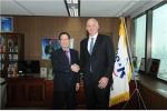 지난 3월30일 이규택 한국교직원공제회 이사장과 호주 퀸즈랜드투자공사 데미안 프렐리 회장이 공동투자방안을 모색하기로 했다.