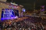 롯데월드 어드벤처가 10일 프라이데이 나이트 파티를 개최한다.