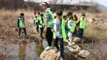 하림이 동물사랑과 생태보호 정신을 실천하는 소비자 봉사단 하림 피오봉사단 가족 2기를 출범하고, 지난 11일(토) 경기도 가평 북한강변 일대에서 첫 봉사활동을 나섰다.