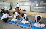 ING생명이 서울 순화동 ING센터와 역삼동 오렌지타워에서 임직원과 FC를 대상으로 심폐소생술, 자동제세동기 사용법을 포함한 7회의 안전 교육을 진행했다.