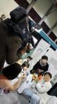 TJB에서 대전 의사직업체험박람회에 참여해 피부과 전문의 체험 장면을 촬영하고 있다