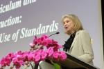 세계 여러나라의 교육과정 정책에 대한 강연을 하는 새론 린 케이건 교수(컬럼비아대학교 )