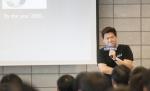 지난 25일 삼성소프트웨어멤버십 강남센터에서 열린 헬로 소프트웨어멤버십 토크 콘서트 행사에 참석한 데니스 홍 UCLA 대학교수가 소프트웨어의 비전을 제시하고 있다