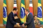 한국수출입은행은 24일(현지 시간) 세계 최대 철광석 생산회사인 브라질 발레와 금융협력을 위한 업무협약을 체결했다