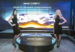 삼성전자 모델이 러시아 시장에 출시하는 SUHD TV를 선보이고 있다.